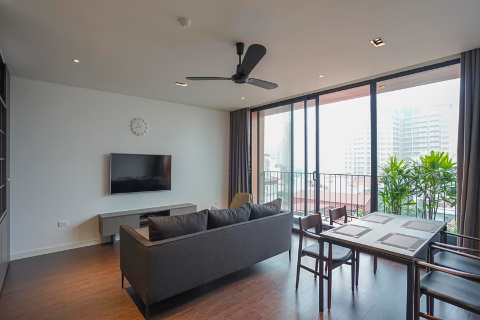 Stunning lake view 2 bedroom apartment for rent in Xuan Dieu, Tay Ho