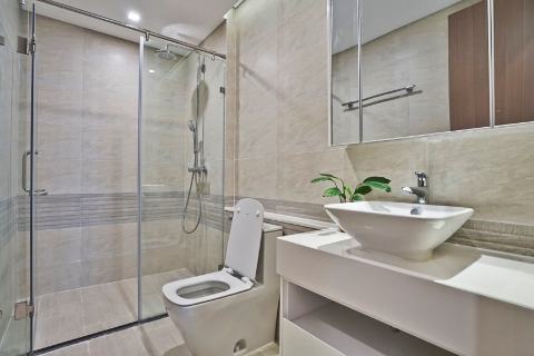 Good quality apartment with 2 bedrooms for lease in Vinhomes Metropolis, Lieu Giai, Ba Dinh