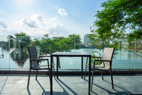 Lake view and modern 2 bedroom apartment for rent in Tu Hoa, near InterContinental Ha Noi Westlake