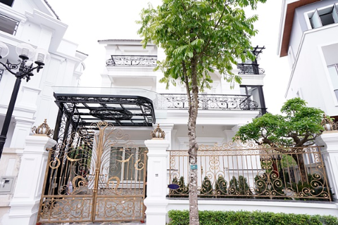 Amazing Villa VINHOMES RIVERSIDE with the lake view for rent, Hanoi