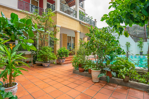 Swimming pool & nice yard villa with 4 bedrooms for rent in Xuan Dieu, Tay Ho