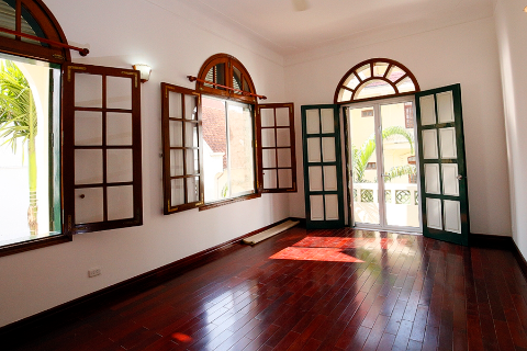 High quality 4 bedroom villa in peaceful area for rent inTay ho center, car access