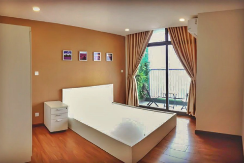 Spacious 3 bedroom apartment with lake view balcony for rent in Discovery Complex, Cau Giay, Hanoi