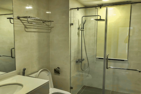 Spacious 3 bedroom apartment for rent in Discovery Complex Building, Cau Giay
