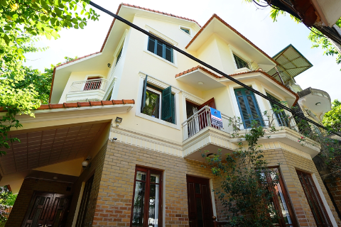 Stunning 4 bedroom villa on top location, plus working room for lease in To Ngoc Van, Tay Ho - West lake