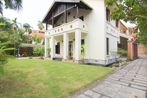 Big sized 5 bedroom villa with a swimming pool and big garden for rent in Tay Ho, Hanoi