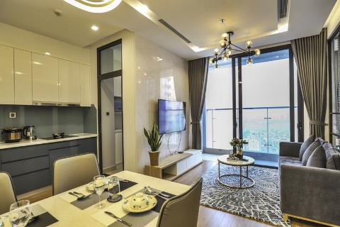 Lake view 2 bedroom apartment on the high floor for rent in Vinhomes Metropolis, Ba Dinh