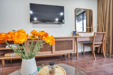 Warm, comfortable 1 bedroom apartment for rent with large public friends in Lieu Giai, Ba Dinh district