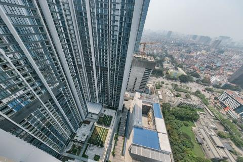 High floor apartment with 2 bedrooms for rent in Vinhomes Metropolis, Ba Dinh