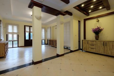 Lake view house with 5 bedrooms for rent on Tu Hoa street, near Sheraton Hanoi