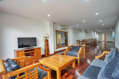 Large 3-bedroom apartment, overlooking Truc Bach Lake for rent in Tran Vu, Truc Bach